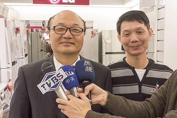 LG台灣分公司董事長 金柄亨採訪側拍