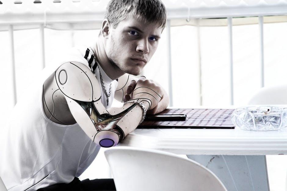 也許沒上過Python課程之前,AI是高智商代替人腦的科技,但經過訓練與反覆測試,研究員讓機器人也擁有觸覺!