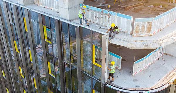 curtain-wall-worker.jpg