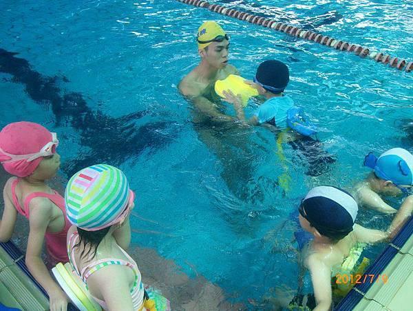 101年暑期學游泳