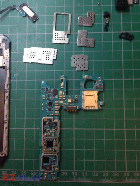 三星 SAMSUNG G900I S5 泡水機拆解維修機版紀錄篇7