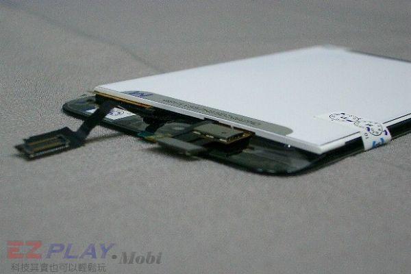 iPod Touch 4面板破裂,連液晶也必須更換!6