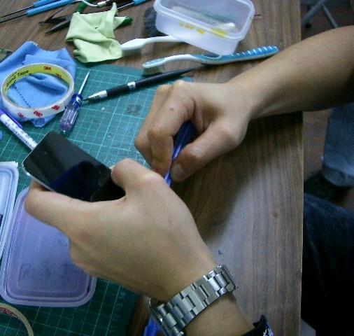 iPod Touch 4面板破裂,連液晶也必須更換!7