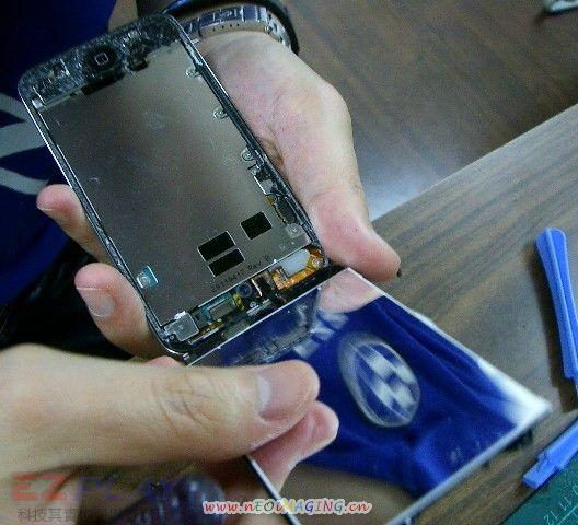 iPod Touch 4面板破裂,連液晶也必須更換!8