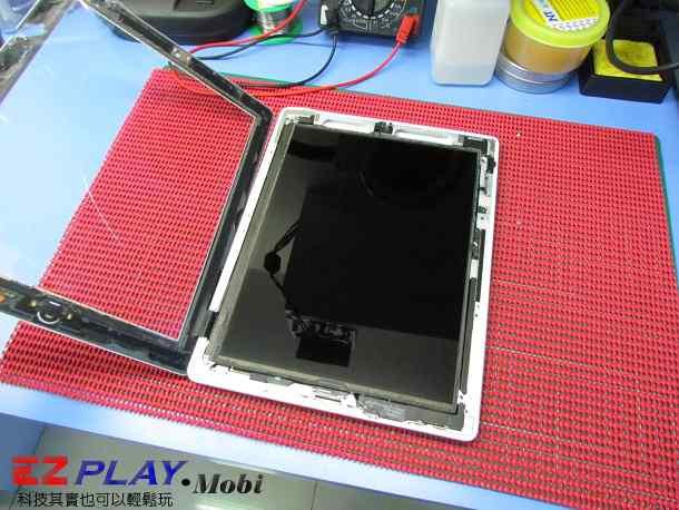 Ipad二代玻璃觸控LCD破裂就是這樣維修的11