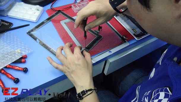 Ipad二代玻璃觸控LCD破裂就是這樣維修的12