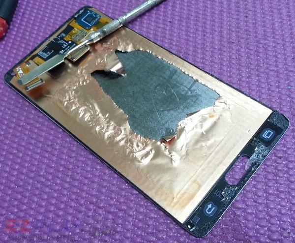 可惡的膠和超薄面板三星Note 4玻璃面板液晶維修之─驚心動魄6