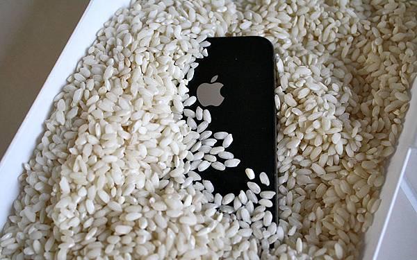 手機泡水怎麼辦4