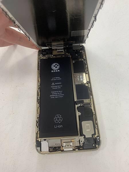 I6S+手機維修_更換電池_更換尾插04.jpg