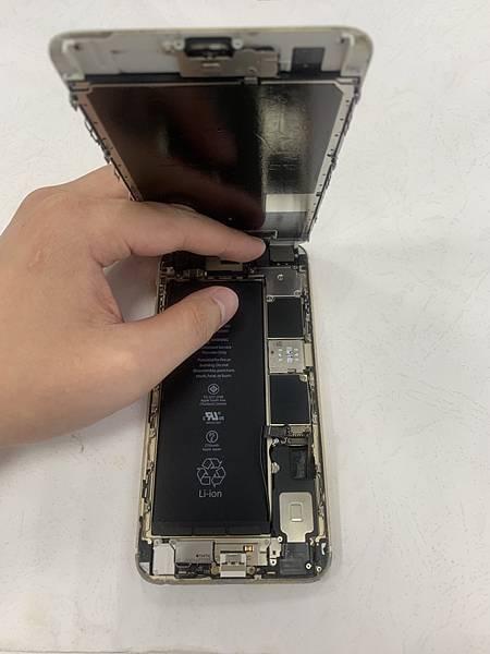 I6S+手機維修_更換電池_更換尾插02.jpg