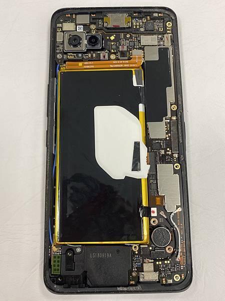 ASUS ROG PHONE手機維修_更換螢幕03.jpg