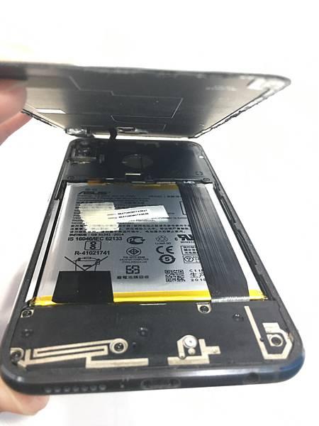 ASUS ZE620KL手機維修_更換螢幕03.JPG