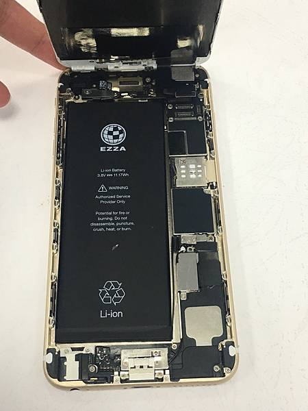 i6+手機維修_更換面板02.jpg