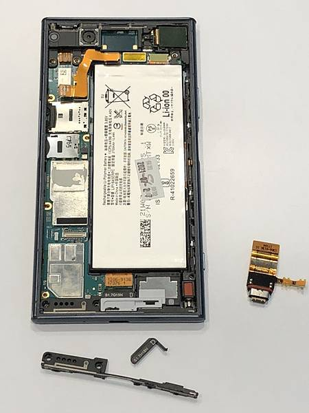 XZ1手機維修_更換尾插04.jpg