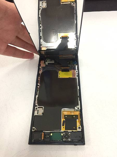 SONY XZ手機維修_更換尾插02.jpg