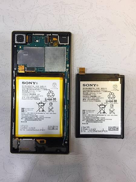 SONY Z5手機維修_更換電池03.jpg