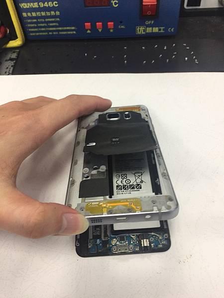 三星note5手機維修_更換電池03.jpg