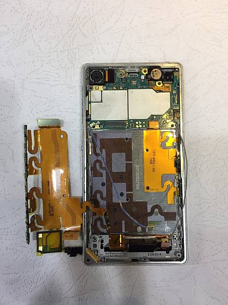SONY Z1手機維修_更換開機音量排線03.jpg