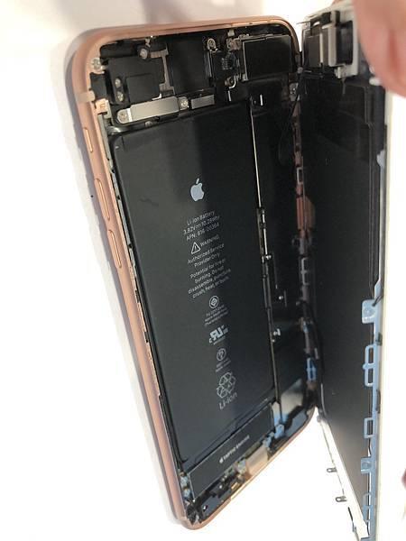 I8+手機維修_更換面板02.jpg