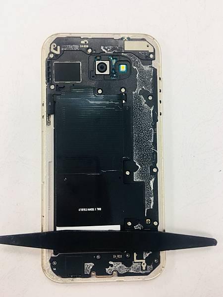 三星A7 2016手機維修_更換電池02.jpg