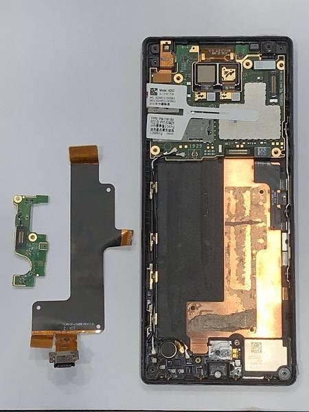 SONY X10+手機維修_更換充電孔排線05.jpg
