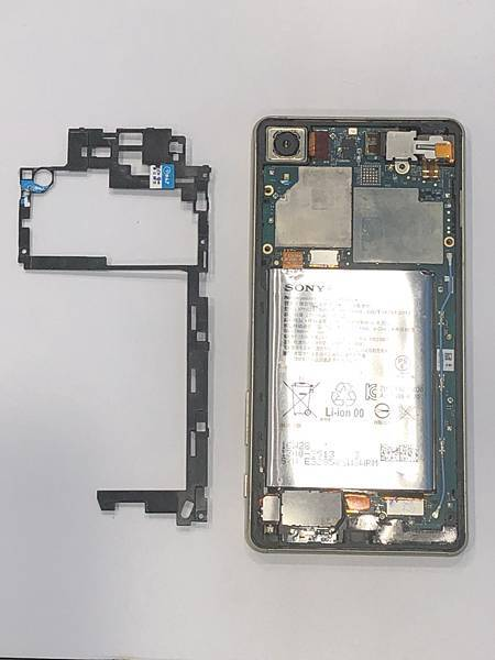 SONY XP手機維修_更換面板03.jpg