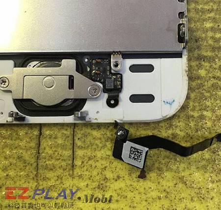 請朋友幫忙換iPhone 5S電池的代價實在太強大了