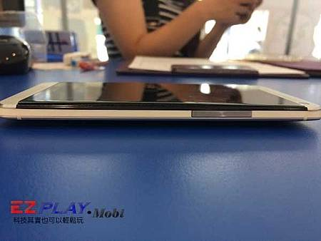 HTC NEW ONE (M7)電池膨脹螢幕被撐開!!