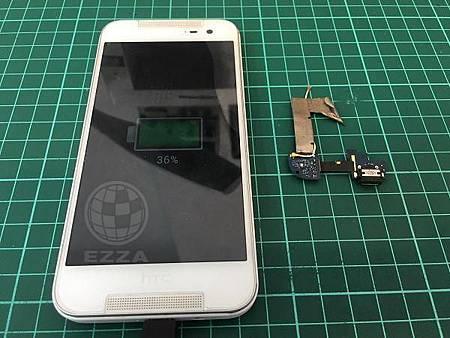 HTC 蝴蝶2要找角度才能充電
