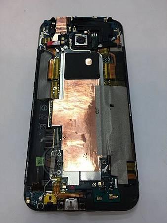 HTC M9滑落馬桶裡