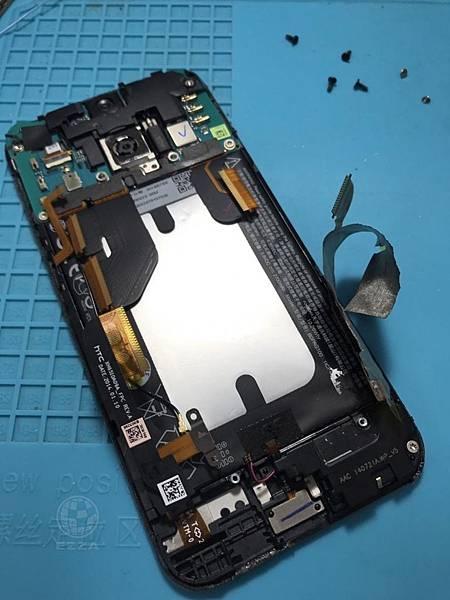 HTC 蝴蝶2電池膨脹(1)