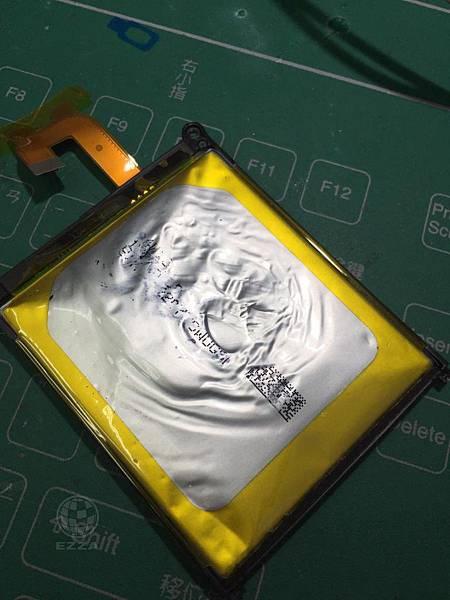SONY Z2電池膨脹(1)