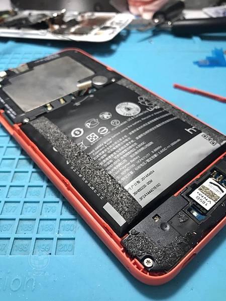 HTC 816電池懷孕了呢