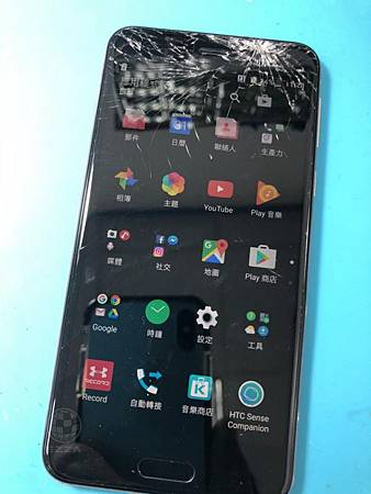 HTC U PLAY摔破頭(1)