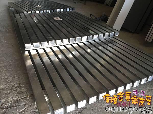 工業風鐵件.JPG