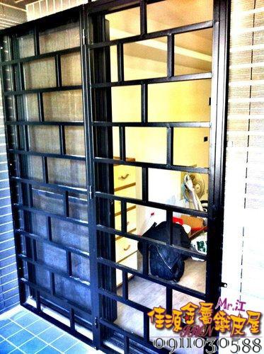 落地金屬鐵窗.jpg