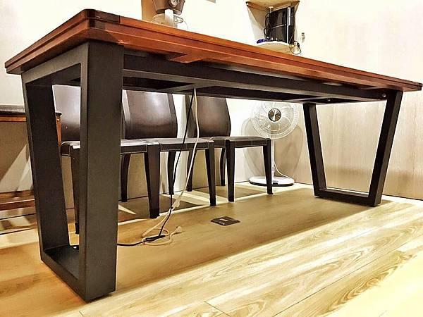 扁管鐵桌.jpg