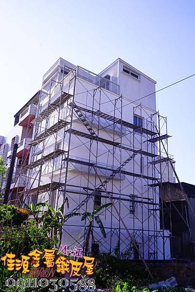 白色鐵皮屋 建築擴張網冷氣架 (1).JPG