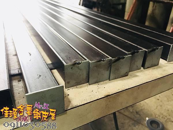 商品展示鐵架 鐵層板 裝飾架  (2).jpg