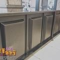 店門面設計 金屬玻璃拉門 鐵方格門面 (3).jpg