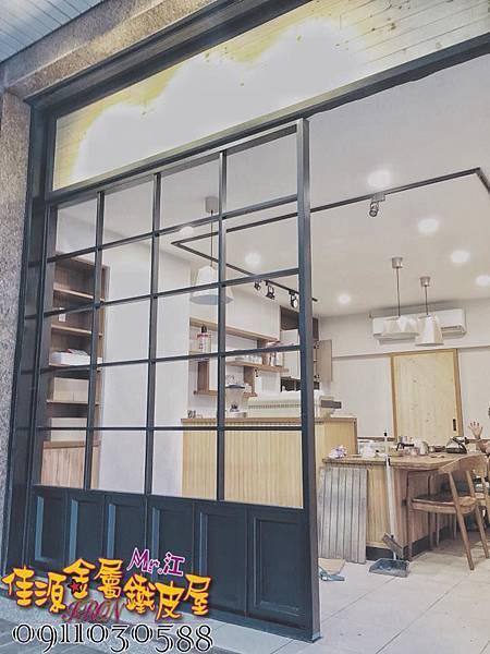 店門面設計 金屬玻璃拉門 鐵方格門面 (4).jpg