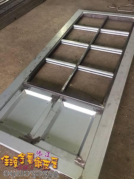店門面設計 金屬玻璃拉門 鐵方格門面 (19).jpg