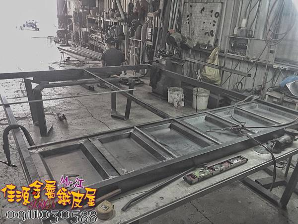 店門面設計 金屬玻璃拉門 鐵方格門面 (34).jpg