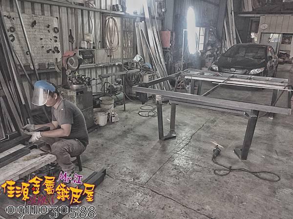 店門面設計 金屬玻璃拉門 鐵方格門面 (35).jpg