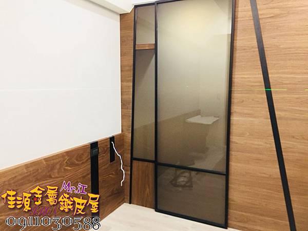 金屬細框玻璃拉門 (5).jpg