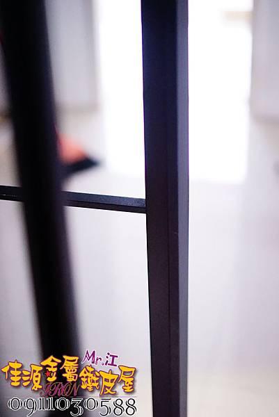 客廳與廚房的金屬玻璃隔間 (10).JPG