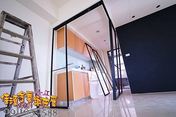 客廳與廚房的金屬玻璃隔間 (19).JPG