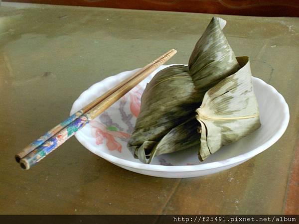 蒸熟的肉粽