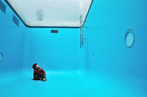 1280px-Inside_the_Swimming_Pool,_21st_Century_Museum_of_Contemporary_Art