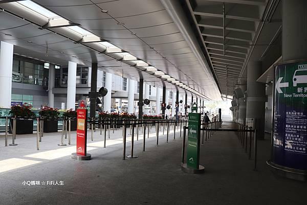 香港機場計程車站.jpg
